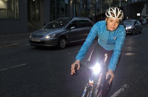 bicicleta con luz delantera