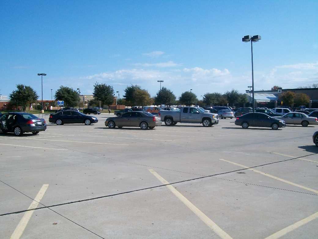 espacios vacios estacionamiento