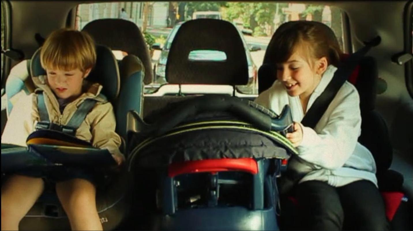 Niños con cinturon de ceguridad
