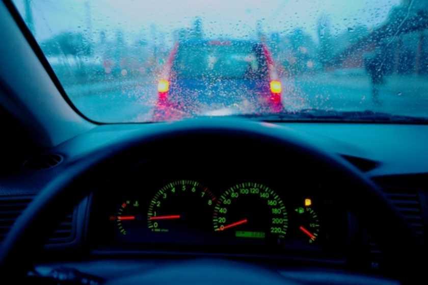 Photo of Conduce de forma segura bajo la lluvia con estos 5 consejos basicos