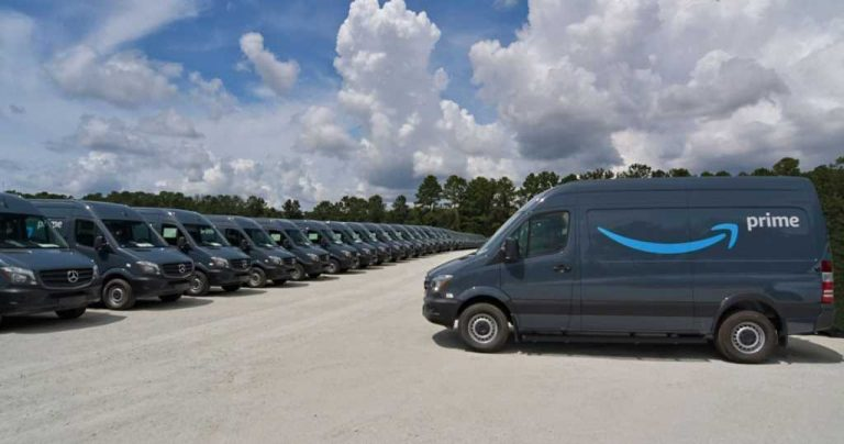 Amazon ordena 20,000 camionetas Mercedes para reforzar el programa de entrega
