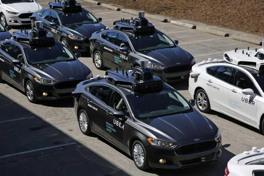 Photo of Reguladores federales y líderes de la industria revisan el potencial de los vehículos autónomos