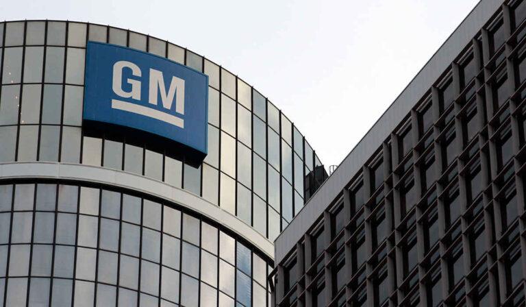 GM se asocia con Tech Investment Firm para lanzar al mercado vehículos de autoconducción el próximo año