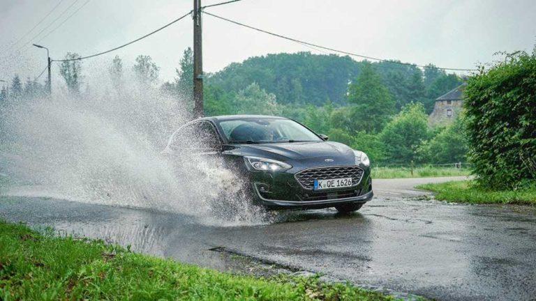 Ford desarrolla tecnología de detección de baches para que la conducción sea más suave