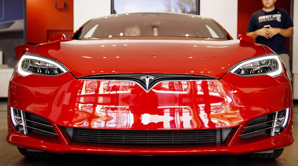 Photo of Tesla impulsará autos más económicos, venderá en línea y cerrará sus tiendas
