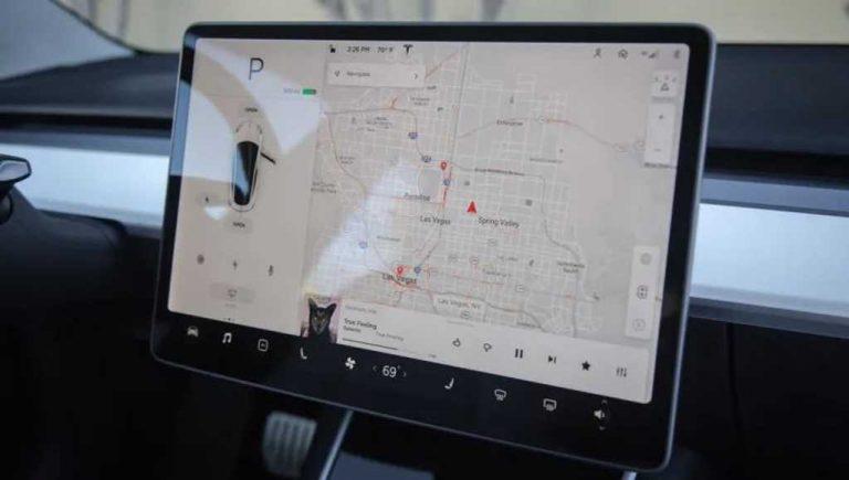 Tesla añade la función de navegación web a los sistemas de información y entretenimiento