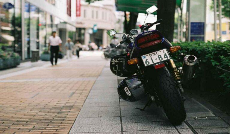 ¿Como aparcar la motocicleta correctamente?