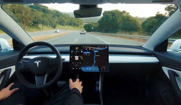 """Musk dice que Tesla está """"muy cerca"""" de desarrollar vehículos totalmente autónomos"""