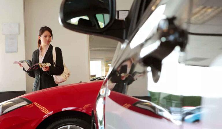 ¿Es mejor comprar o arrendar un auto nuevo?